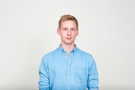 beau jeune homme: Portrait de jeune homme d'affaires