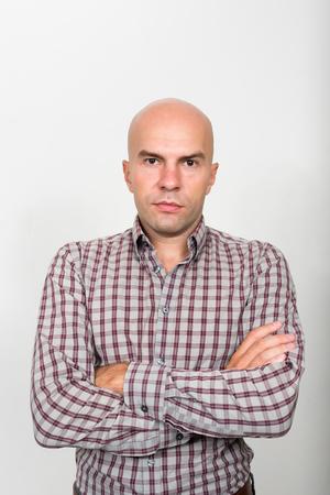hombre calvo: Portrait of bald businessman