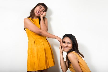 lesbienne: Portrait of lesbian couple Banque d'images