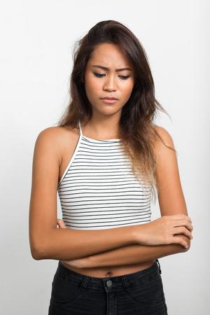 mirada triste: Mujer asiática tensionada Foto de archivo