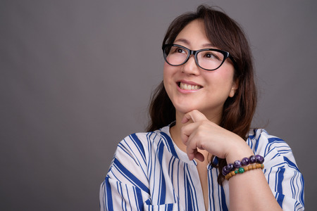 Portrait of mature Asian businesswoman wearing eyeglasses Imagens