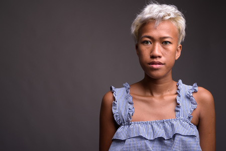 Young beautiful rebellious woman with short hair Imagens
