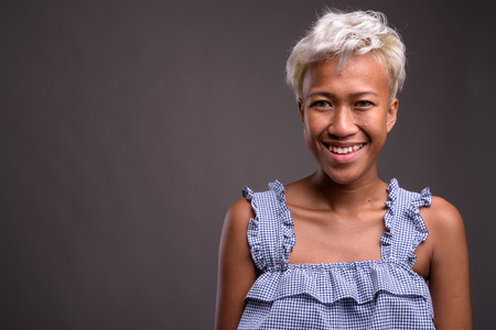 Portrait of young beautiful woman with short hair smiling Imagens
