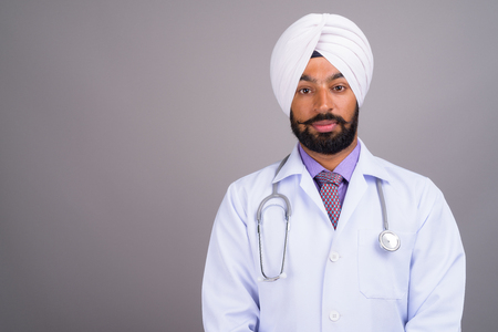 Portrait of young Indian Sikh man doctor 版權商用圖片