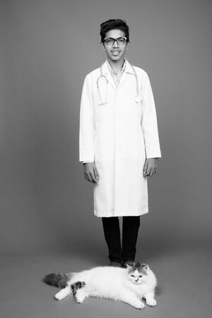Young Indian boy doctor with eyeglasses in black and white Archivio Fotografico - 134400077