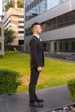 Full length profile view shot of businessman standing outdoors 免版税图像
