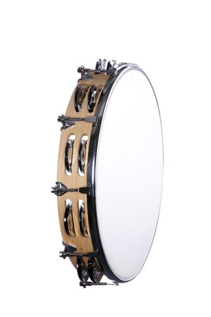 pandero: Un tambor de pandereta de acabado en madera natural aislado contra un fondo blanco en el formato vertical.