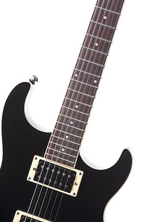 垂直方向の形式で白い背景に対して隔離される黒のエレク トリック ギター。