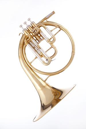 ゴールド真鍮アンティーク フレンチ ホルンまたは白い背景に対して隔離される peckhorn。