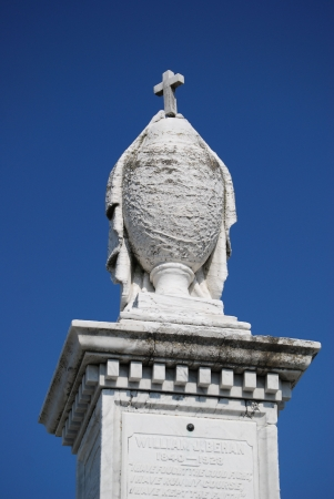 New Orleans Cemetery Urn Imagens