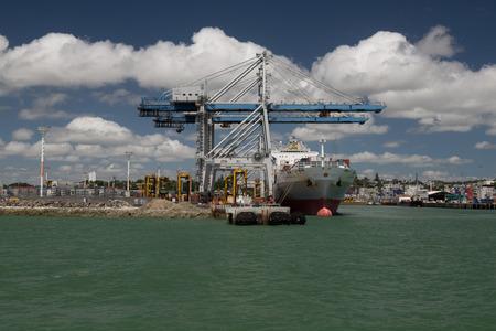 bigger picture: Skyline Auckland New Zealand, shoor from the water