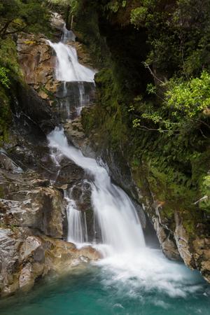 Amazing waterfall 版權商用圖片 - 44420202