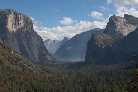 Yosemite Valley 版權商用圖片 - 53301717