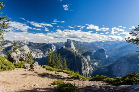 Half Dome in Yosemite Valley 版權商用圖片 - 53274543