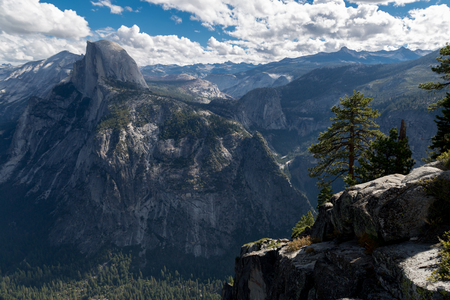 Half Dome in Yosemite Valley 版權商用圖片 - 53301832
