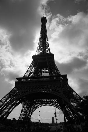 Eiffel Tower in black and white 版權商用圖片 - 53274518