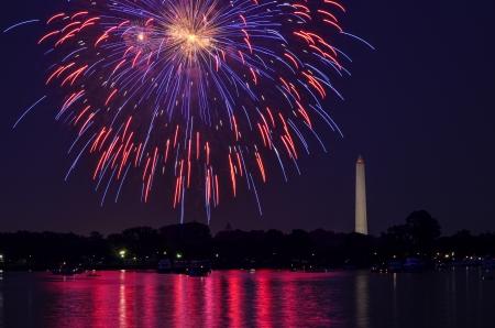 7 월 4 일 불꽃 놀이와 워싱턴 기념비 스톡 콘텐츠