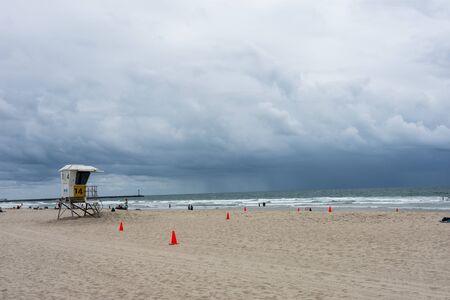 MAY 10 2015 - San Diego California: A thunderstorm rolls in on Mission Beach in San Diego California 版權商用圖片