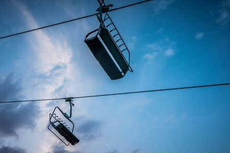 Chair lift at a ski resort in the mountains in the summer at sunset Banque d'images