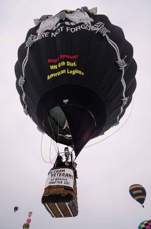 Vietnam veterans hot air balloon launches into the sky Archivio Fotografico