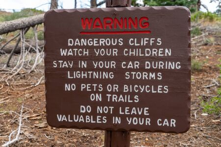 Warning sign posted at Bryce Canyon National Park informs tourists of dangerous conditions on the trails Imagens