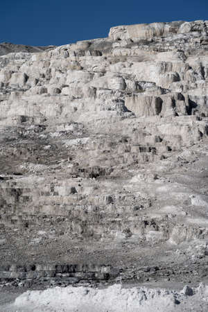 The lower terraces area of Mammoth Hot Springs in Yellowstone National Park Banque d'images
