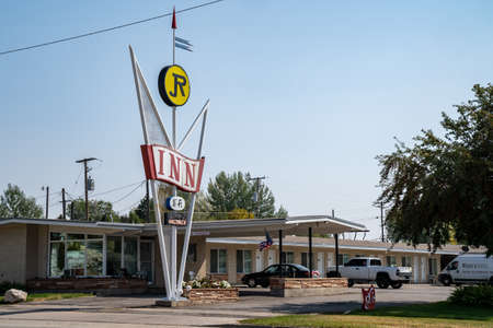 Soda Springs, Idaho - September 21, 2020: The JR Inn, a retro style sign at a motorcourt motel along the highway Redactioneel
