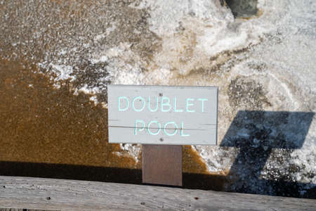Doublet Pool, a hot spring thermal feature in the Upper Geyser Basin in Yellowstone National Park 版權商用圖片