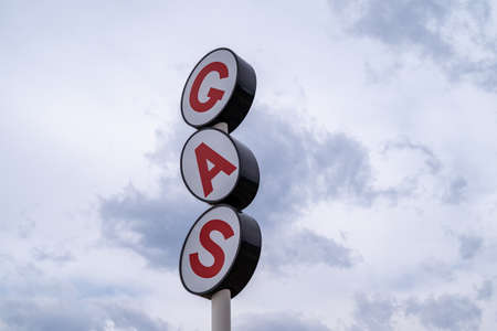 Generic gas station sign against a cloudy sky 版權商用圖片