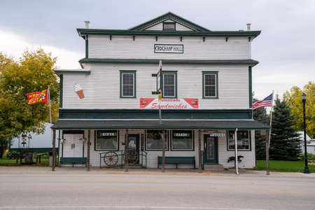 Dayton, Wyoming - September 25, 2020: Historical building and mercantile at Crochans Hall, selling gifts, antiques and candy 新聞圖片
