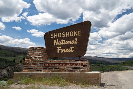 Dubois, Wyoming - June 24, 2020: Sign for the Shoshone National Forest, a protected area in Wyoming 新聞圖片