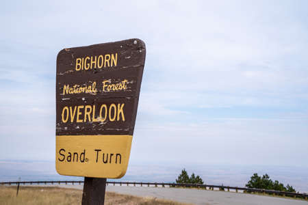 Wyoming, USA - September 25, 2020: Sign for the Sand Turn overlook in the Bighorn National Forest along Highway 14 新聞圖片