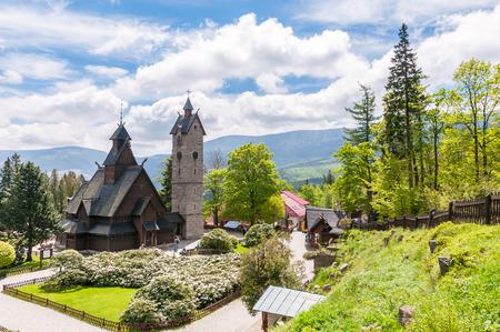 wang: Viejo, de madera, templo de Noruega Wang en Karpacz, Polonia Editorial