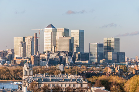 canary wharf: View of Canary Wharf from Greenwich Hill in London