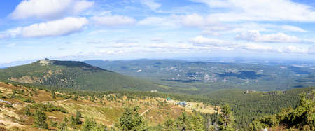Panoramic view of Giant mountains in Poland with the shelter on the top of Szrenica mountain in the background Zdjęcie Seryjne