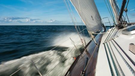 bateau voile: voilier sur la mer Banque d'images