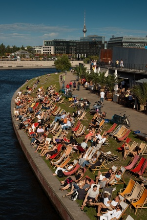 Berlin relaxation at the Spree banks on a sunny afternoon