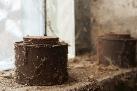 tin cans: Old rusty tin cans