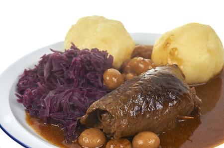 江戸下町伝統の牛肉ロールとジャガイモ団子バイエルン食事