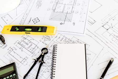 機器、青写真、安全ヘルム オブジェクトとエンジニア リングの建築業者のビンテージ ビジネス デスク。
