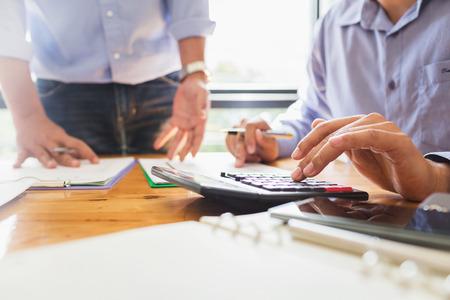 事業者総会当社は、政府の特約における会社の売上、費用、利益などの業務に関する統計報告書を提供しています。