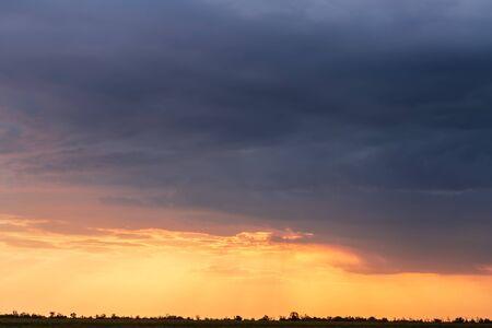 sunset sky background photo / photo during sunset sky 版權商用圖片