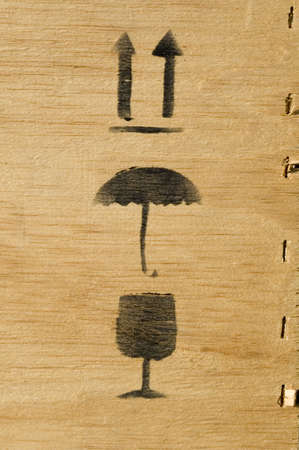 arbre: Black ink of pictogram of packing cash-box in wood