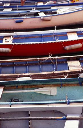 alineaci�n: alineaci�n de las embarcaciones de madera  Foto de archivo