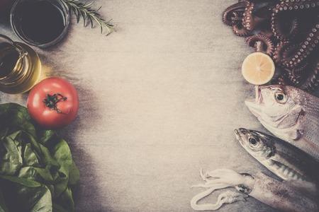 sal: pescado y verduras en papel de horno fresca, tonificada