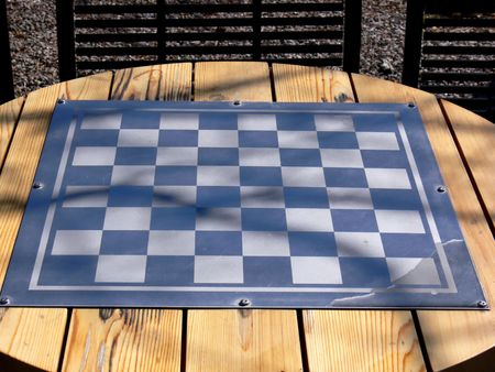Chess board waiting for players in the park. 版權商用圖片