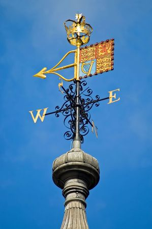 The golden Royal Standard atop the White Tower, Tower of London, London, England. Stok Fotoğraf