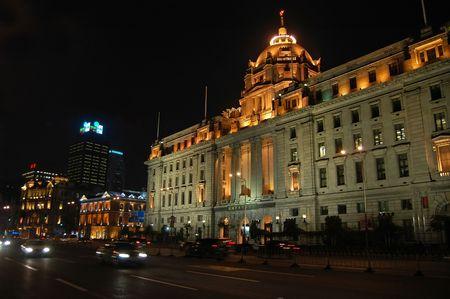 Verkeer op de Bund, Shanghai, China.