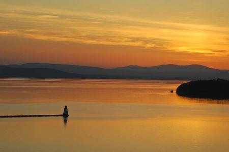 Zonsondergang boven Lake Champlain, Vermont, Verenigde Staten.