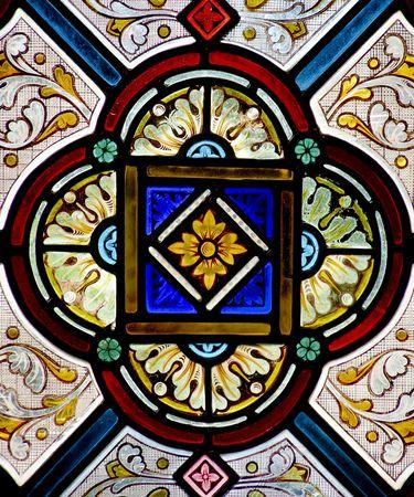 Pretty patroon in een glas in lood raam - een kerk in Cornwall, Engeland.